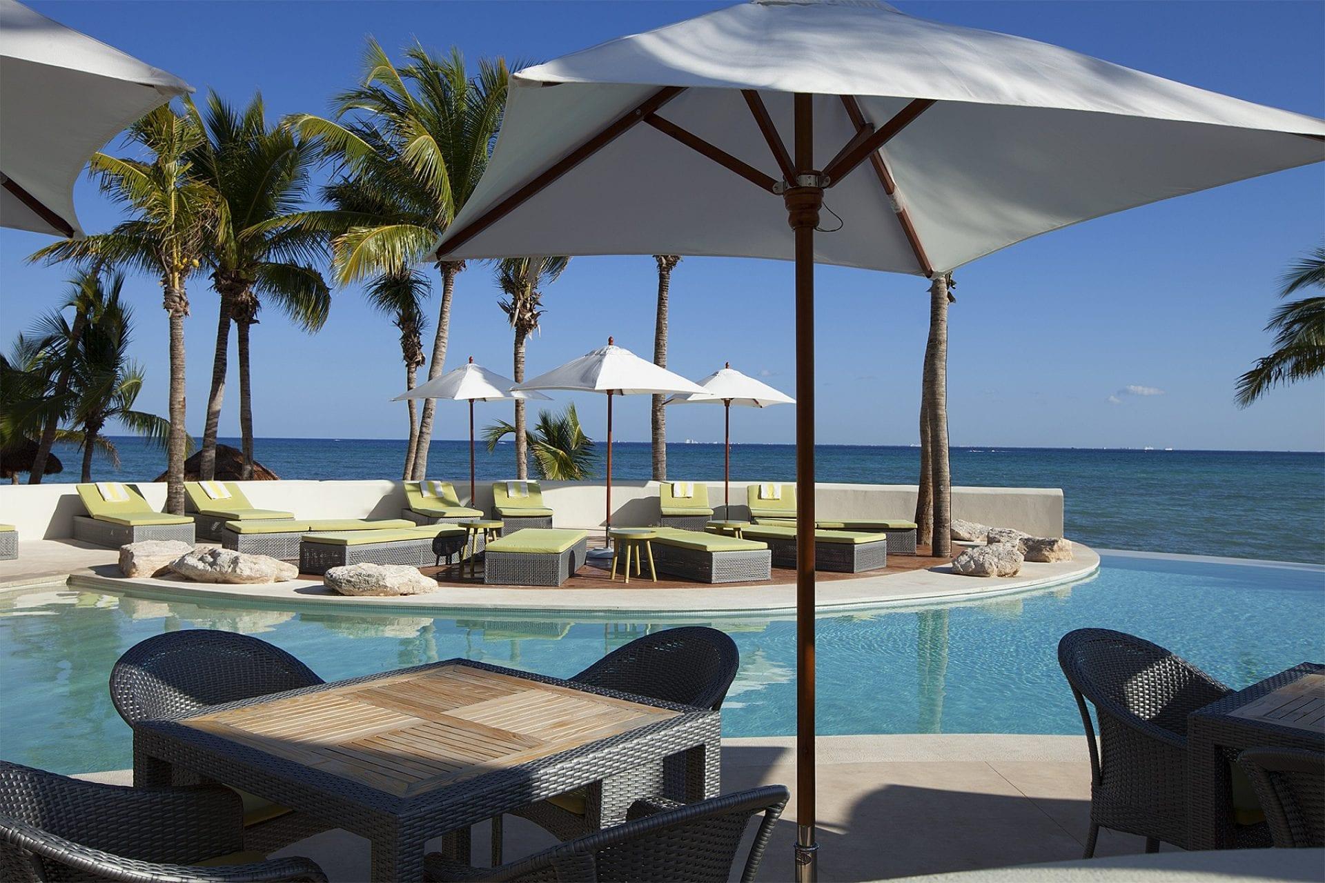 Poolside Lounge