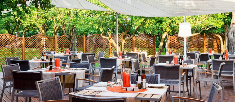 L\'Orangerie Pool Side Bar & Restaurant